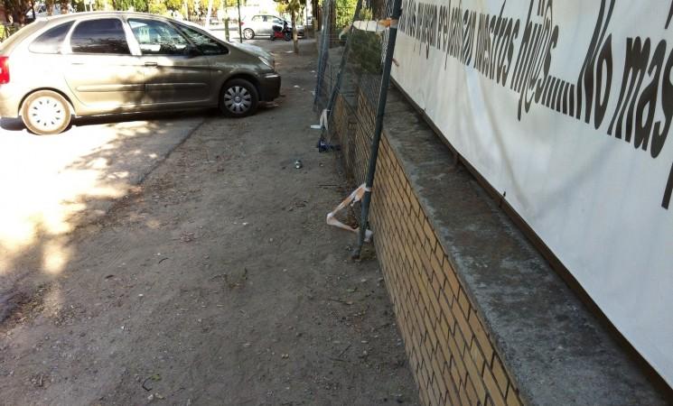 El Ayuntamiento reparará en breve el muro del Colegio José Plata