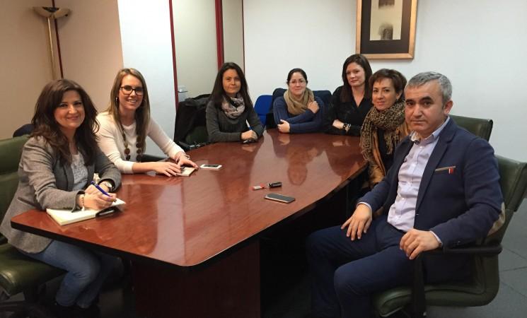 El Alcalde, la Concejal de Educación y Cultura y el AMPA del CEIP José Plata se reúnen con la Delegada de Educación para poner sobre la mesa las necesidades