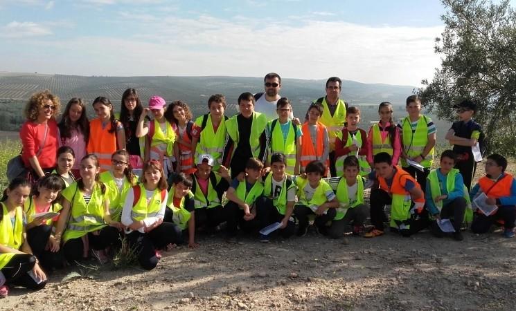 """Una treintena de escolares del CEIP """"Nuestro Padre Jesús"""" de Jabalquinto visitan Cerro Maquiz"""
