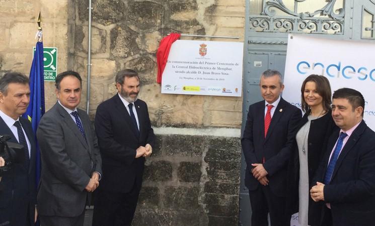 El presidente de la Diputación apela al aprovechamiento didáctico de la presa de Mengíbar para explicar las energías renovables