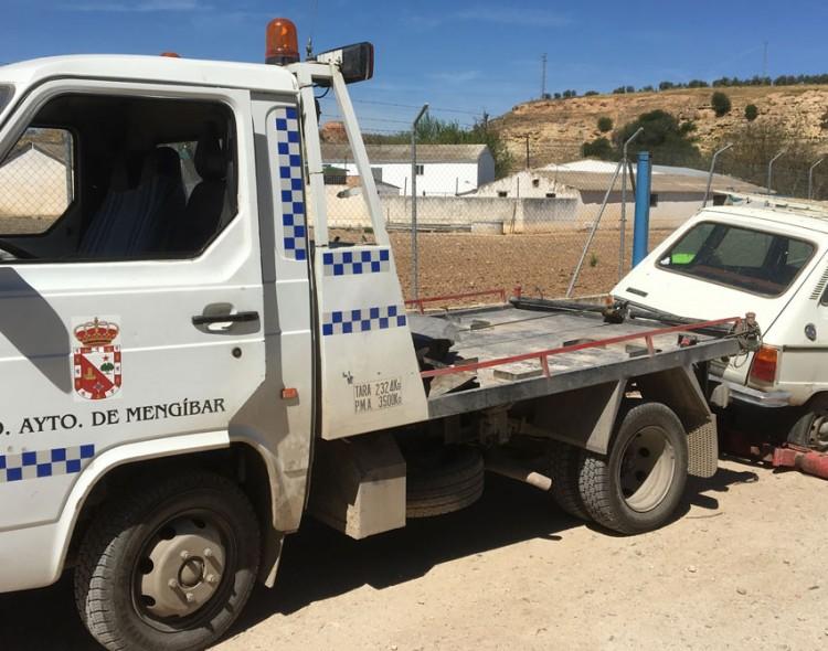 Comienza el servicio de recogida y retirada por la grúa municipal de vehículos situados en la vía pública
