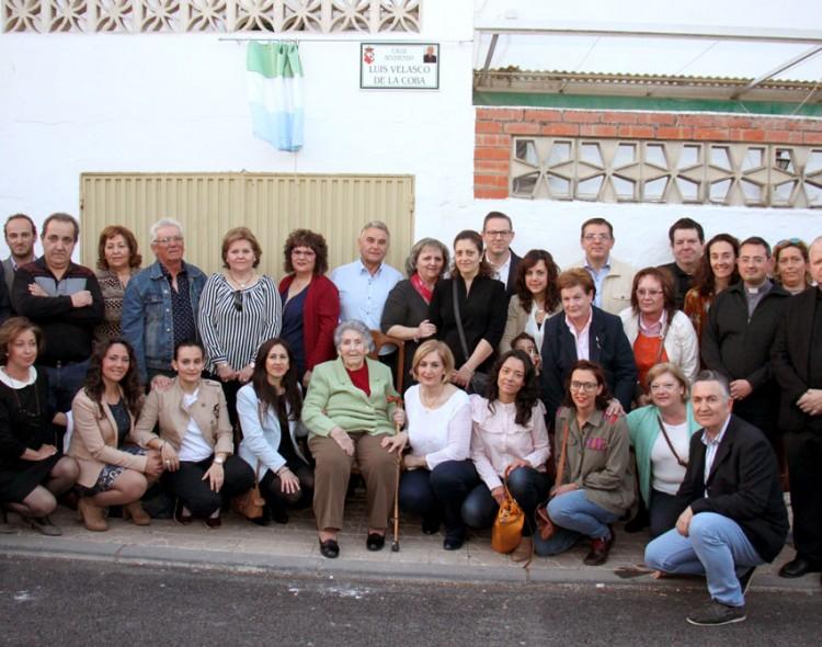 Inauguración de la placa de la calle que rinde homenaje a Luis Velasco de la Coba