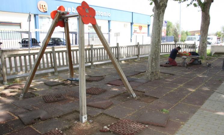 Comienza la remodelación del parque infantil del Paseo de España
