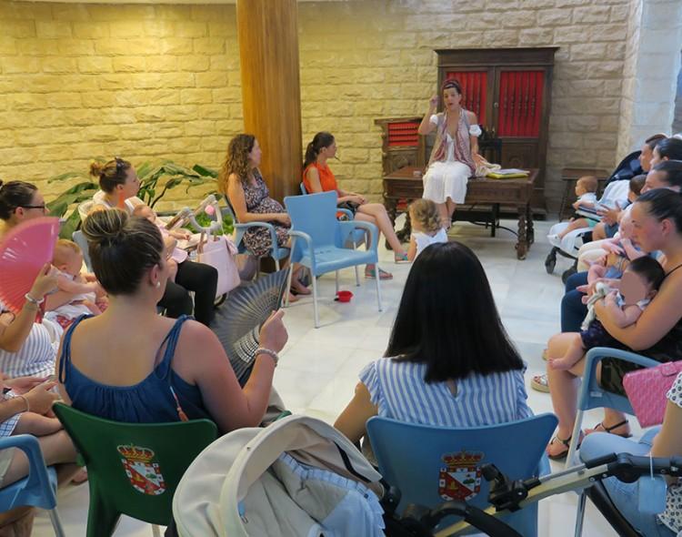 Madres mengibareñas aprenden sobre el desarrollo del lenguaje