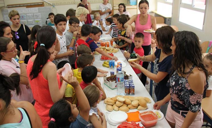 Desayuno saludable para empezar la Escuela de Verano de Mengíbar