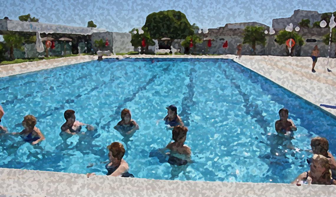 clase de gimnasia acu tica para embarazadas en la piscina
