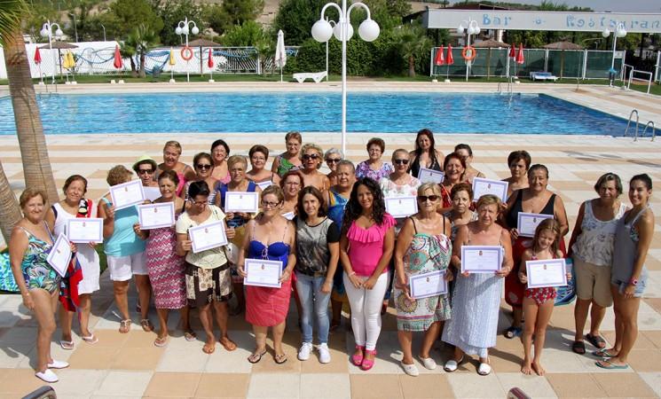 Fin de curso de las clases de gimnasia acuática para la salud en la Piscina Municipal de Mengíbar