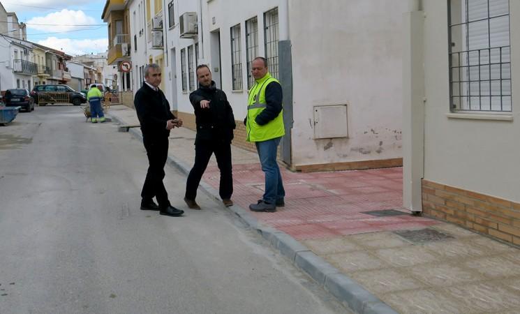 El Ayuntamiento de Mengíbar amplía el acerado de la calle San Juan