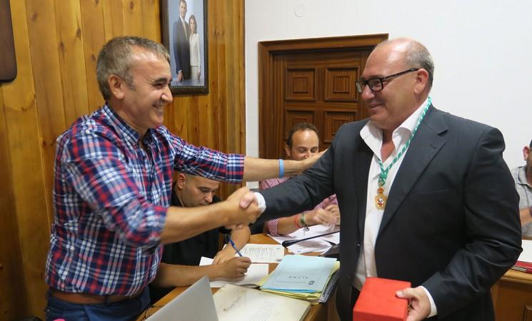 Juan Carlos Olmo Hoyo toma posesión como nuevo concejal del Ayuntamiento de Mengíbar