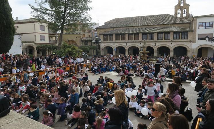 Los estudiantes de Mengíbar celebran el Día Escolar de la No Violencia y la Paz