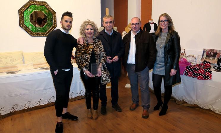 La Semana por la Igualdad de Mengíbar 2019 abre con la exposición 'Entre costuras, bordados y croché', de Paqui Cazalilla Torres