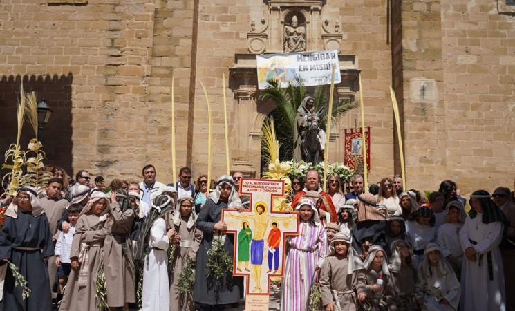 Semana Santa Mengíbar 2019 - Domingo de Ramos - Fotografías de la procesión de Jesús en su entrada triunfal en Jerusalén (La Borriquilla)