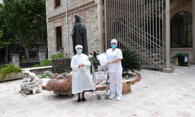 Coronavirus: El Ayuntamiento de Mengíbar dona mascarillas, geles, pañales a la residencia de las Hermanitas de los Pobres y pulsioxímetros al Centro de Salud
