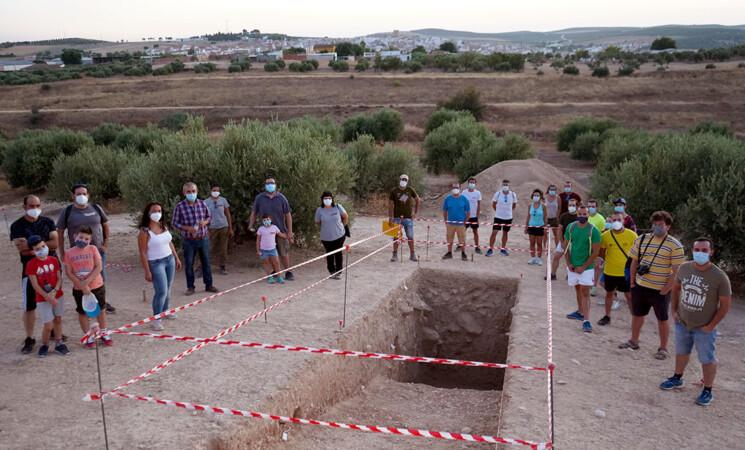 Historia de Mengíbar: Álbum fotográfico de la visita a las excavaciones en la ciudad íbera de Iliturgi en el Cerro de La Muela