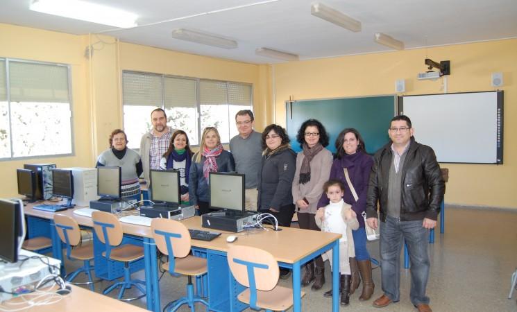 El ayuntamiento junto con las AMPA el colegio público Santa maría Magdalena ponen en marcha una aula de informática con 20 ordenadores