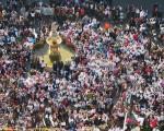 Más de 2.000 personas claman por la paz en Mengíbar
