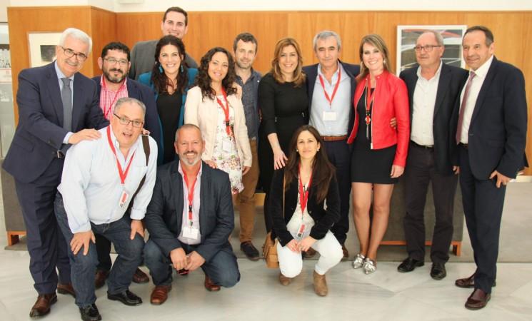 Susana Díaz recibe al Ayuntamiento de Mengíbar y a Abriendo Camino en el Parlamento de Andalucía