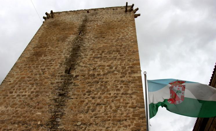 El Ayuntamiento de Mengíbar se suma a la Conferencia sobre el Cambio Climático con el apagado de la Torre del Homenaje este sábado