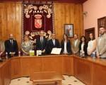 La Corporación de Mengíbar recibe al consejero de Salud en el Ayuntamiento