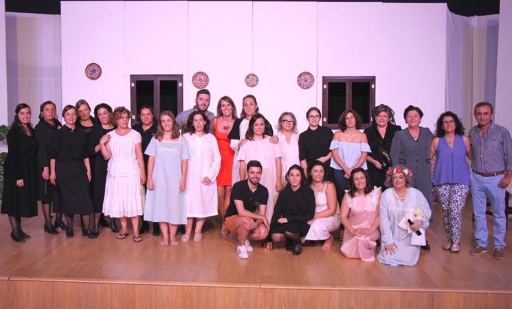 Getsemaní triunfa con su 'Bernarda Alba' en el Auditorio de Mengíbar
