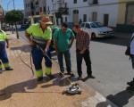 El Ayuntamiento de Mengíbar inicia una campaña de limpieza de acerados del municipio