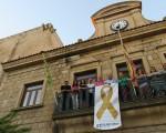 El Ayuntamiento de Mengíbar luce el 'lazo dorado' para la sensibilización de la lucha contra el cáncer infantil