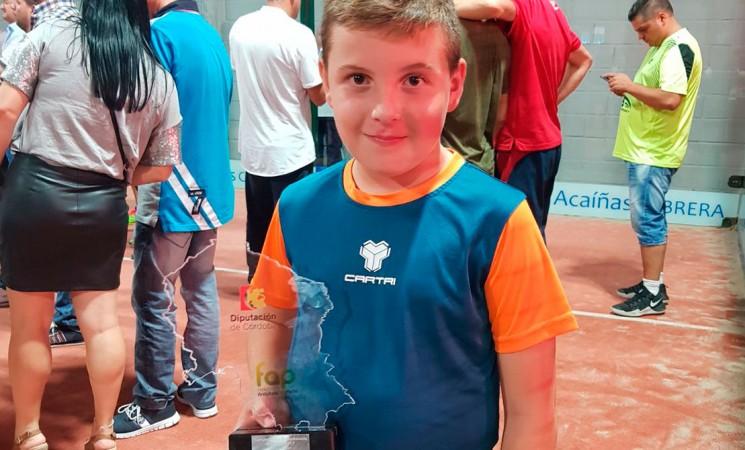 El joven mengibareño Alejandro Calvo Pérez, campeón de Andalucía de pádel
