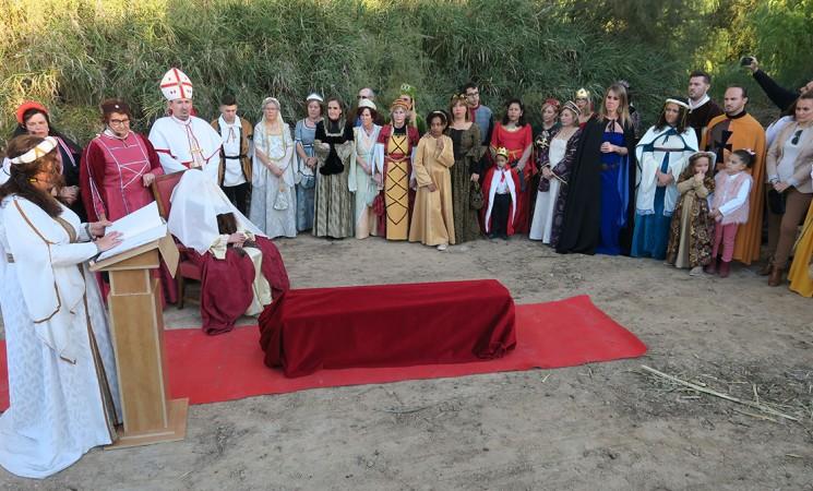 Mengíbar revive el camino del cortejo fúnebre de la reina Isabel la Católica y celebra un panegírico en su honor