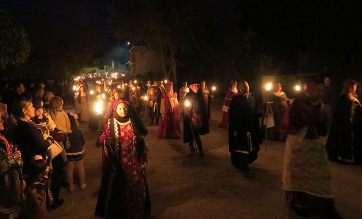 Mengíbar regresa al Medievo y recrea el paso del cortejo fúnebre de la reina Isabel la Católica