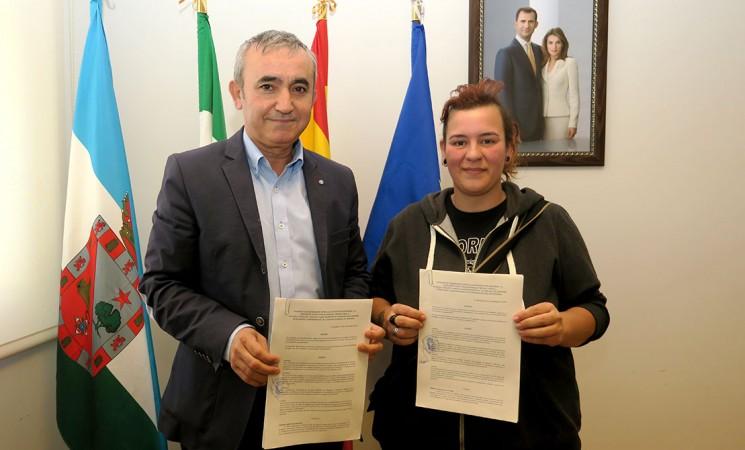 El Ayuntamiento de Mengíbar firma un convenio con la protectora de animales Dreyaa
