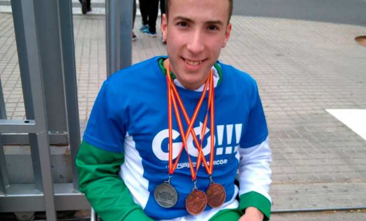 El mengibareño Fernando Moya Espinosa logra tres medallas en el Campeonato Nacional de Natación Adaptada por Comunidades