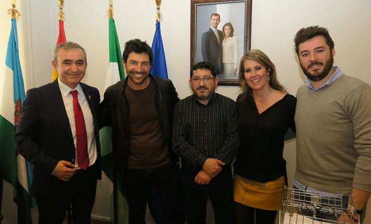 La aventura del periodista Quico Taronjí pasa por la orilla mengibareña del Guadalquivir
