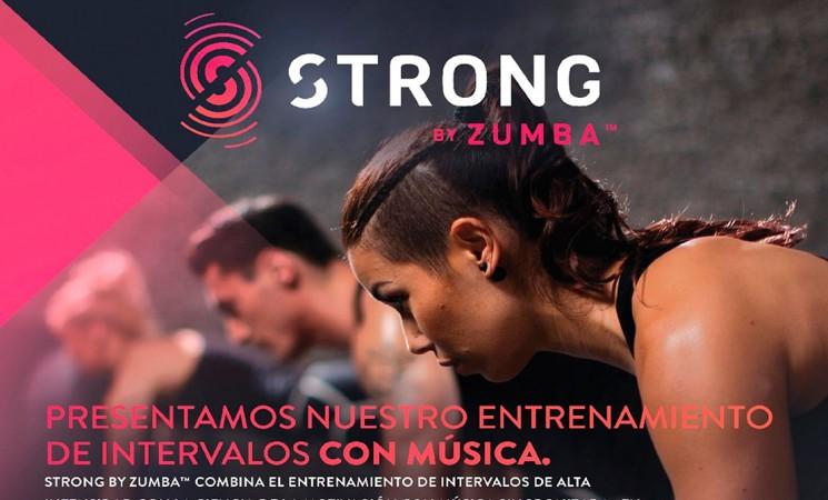Clases de 'Strong by Zumba' en el Pabellón Sebastián Moya Lorca de Mengíbar