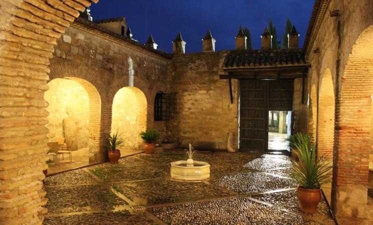 Decenas de personas conocen la Casa Palacio y la Torre de Mengíbar en el primer fin de semana de visitas guiadas