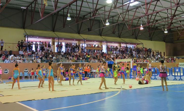 Más de 900 gimnastas participan en el V Trofeo del Club Deportivo Ritmo de Andalucía en Mengíbar