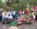 Plantación intergeneracional de Macrosad en Mengíbar con motivo del Día Mundial de las Personas Mayores