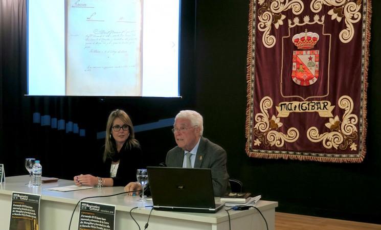 El cronista oficial de Mengíbar, Sebastián Barahona, explica el histórico documento con el que Fernando III donó la Torre (vídeo)
