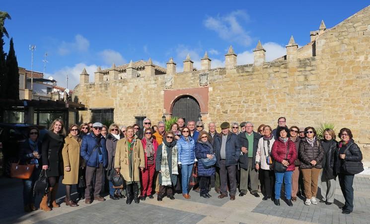 Estudiantes del Programa de Mayores de la Universidad de Jaén visitan la Casa Palacio de Mengíbar