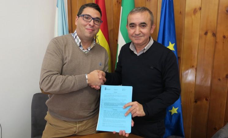El Ayuntamiento de Mengíbar firma el contrato del arrendamiento de la Casa Palacio