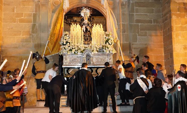 Semana Santa Mengíbar 2019 - Viernes Santo - Fotografías de la procesión de Nuestra Señora de los Dolores en su Soledad