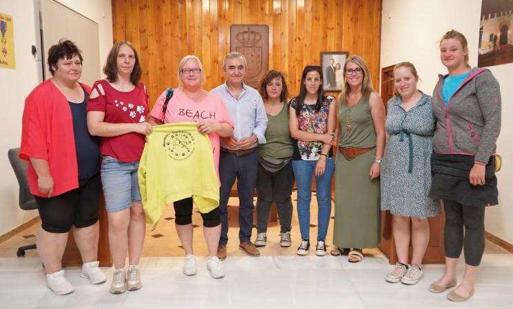 Encuentro en el Ayuntamiento de Mengíbar con voluntarias de la protectora alemana Warsteiner Tierfreunde e.V., colaboradora de Dreyaa