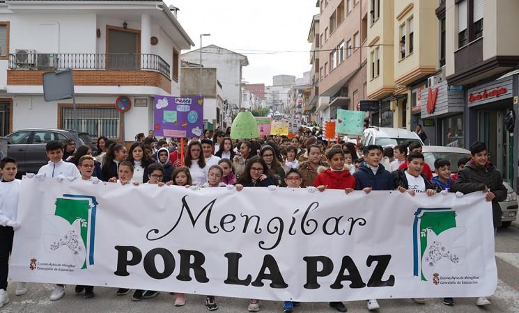 Mengíbar celebra el Día Escolar de la No Violencia y la Paz con un acto multitudinario