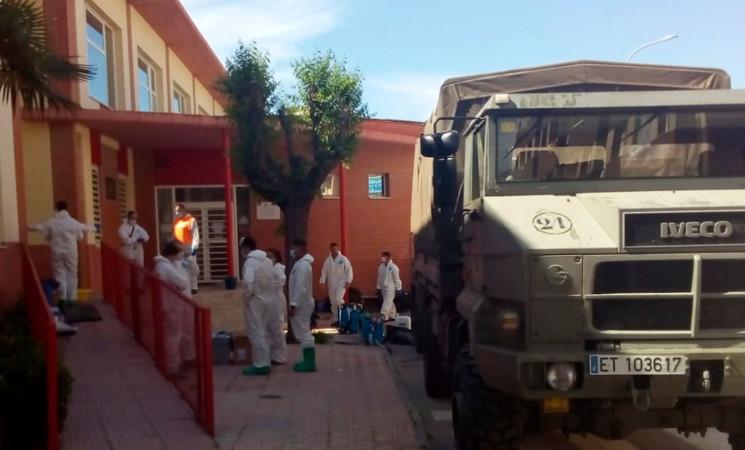 Coronavirus: El Ejército regresa a Mengíbar para desinfectar el centro de salud
