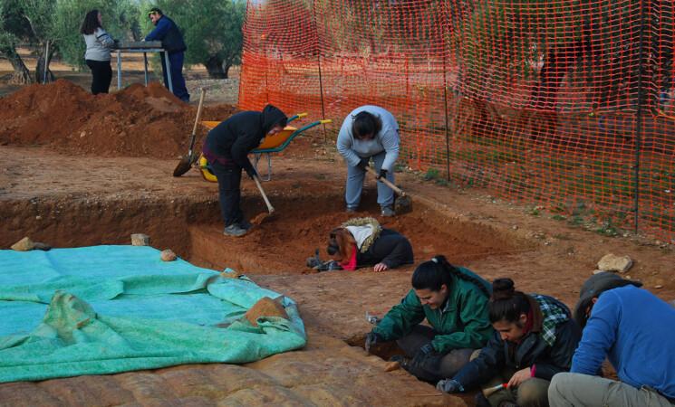 La Universidad de Jaén reanudará sus trabajos arqueológicos en Mengíbar interviniendo en el Arco de Augusto y en el oppidum ibero