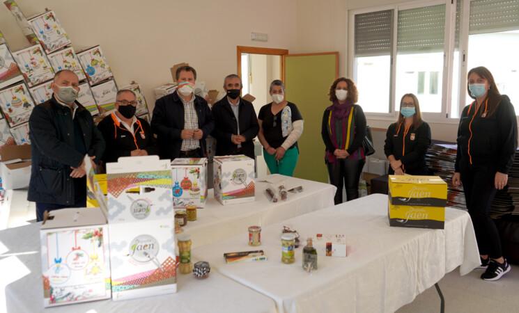 El Centro Ocupacional Villa de Mengíbar elabora cestas navideñas con fines solidarios