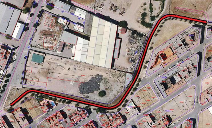 El Ayuntamiento de Mengíbar embovedará el canal entre el Parque Multiaventuras y el Edificio de Usos Múltiples para crear una vía verde que conectará con el Arco de Augusto