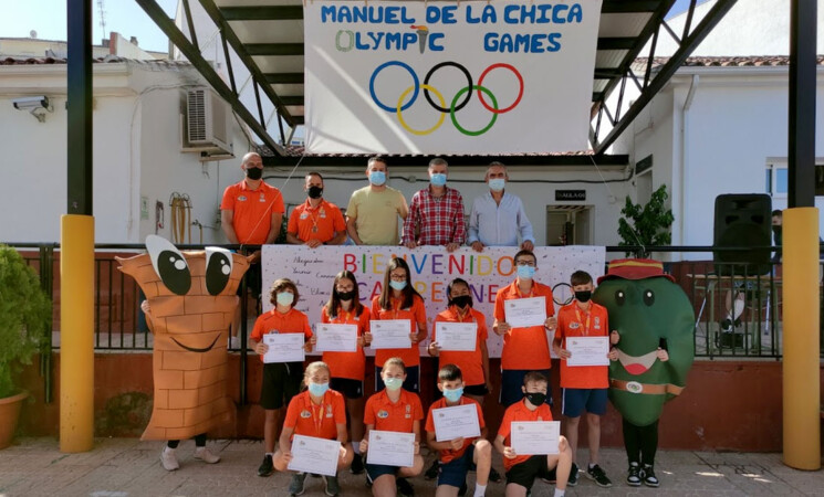 El Colegio Manuel de la Chica de Mengíbar recibe por todo lo alto a su equipo de las Miniolimpiadas Escolares 2021 (vídeo y fotos)