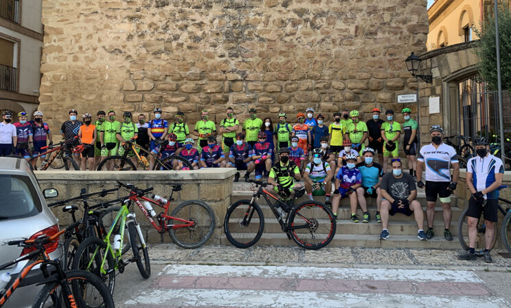 Unos cuarenta ciclistas participan en la Quedada BTT de Mengíbar 2021